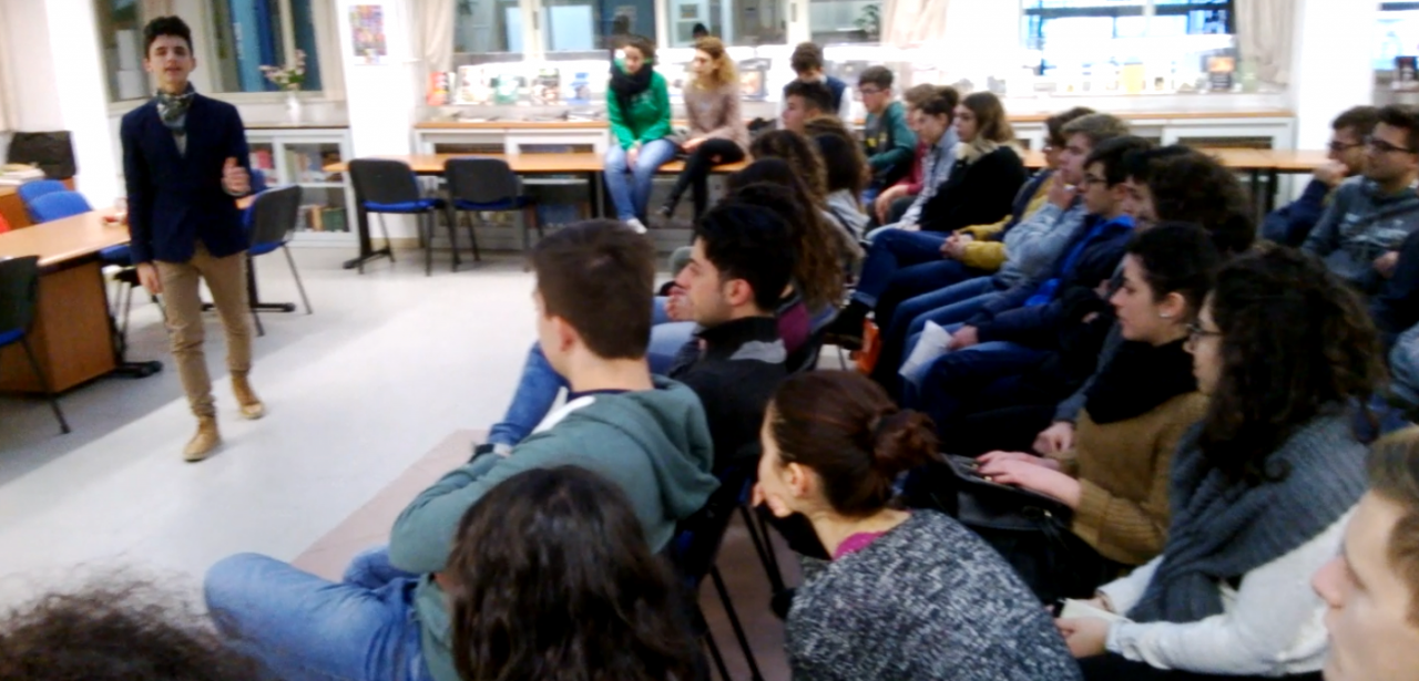 lezione_di_economia_in_biblioteca_02