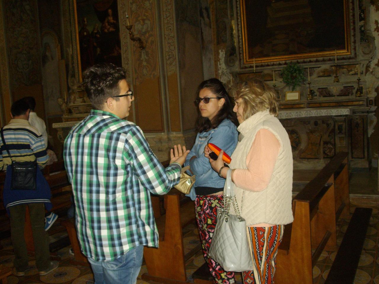 01  spiegazione dell-alunno  Vernieri II B  a visitatori