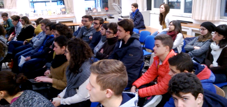 lezione_di_economia_in_biblioteca