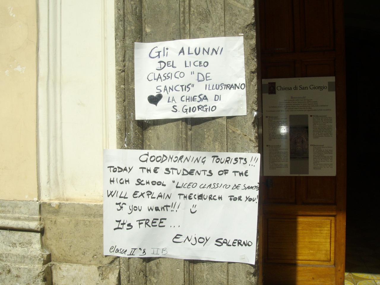 manifesto scritto dagli alunni in italiano e in inglese per i turisti inglesi
