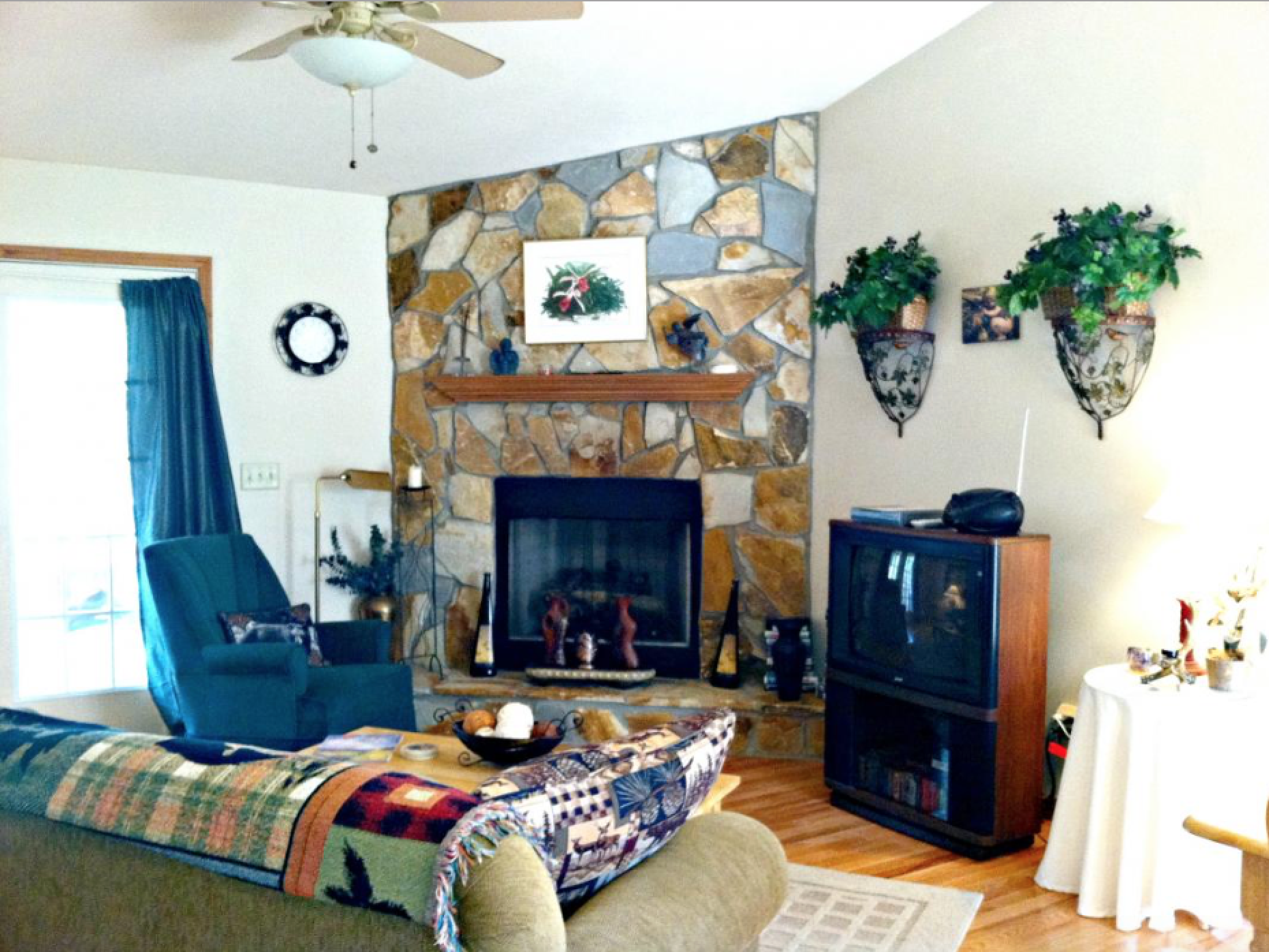 Gas Fireplace/Living Room