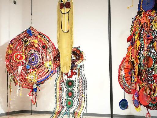 צבעים, יצורים וטקסטיל בתערוכה של גילי אבישר
