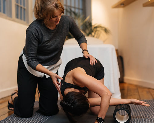 rebecca root working with a patient at balanced osteopathy london in farringdon