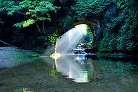 清水溪流廣場(濃溝瀑布・龜岩洞窟)