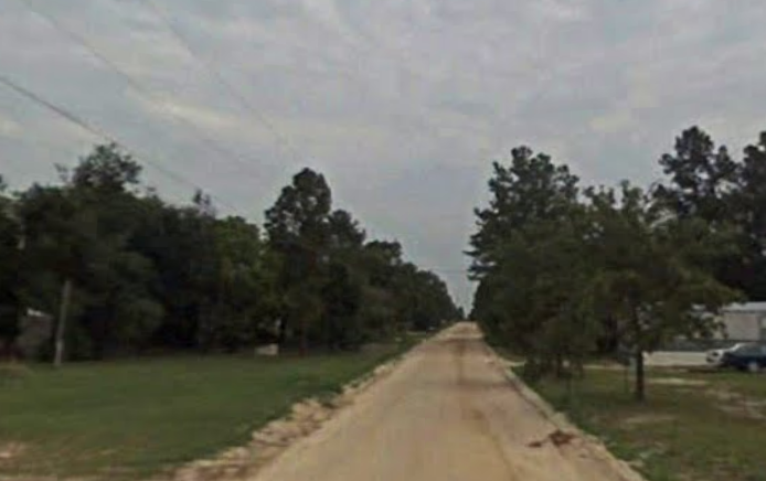 Wilma Anne Dr, a narrow two lane dirt road