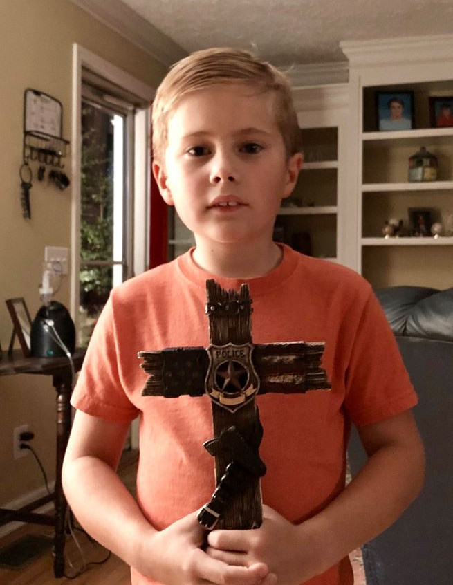 Little boy praying for police