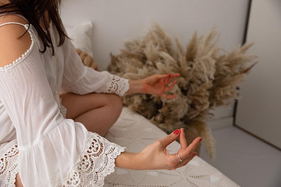 Massage in Enschede voor ontspanning en stress verlichting. Etherische oliën en kom weer uit je hoofd en in je lijf.