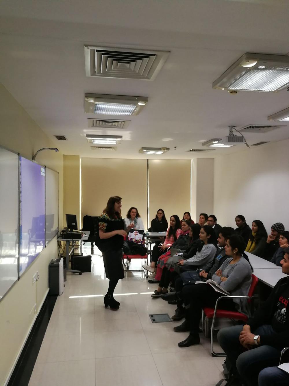 Encuentro con los alumnos del Cervantes de Delhi