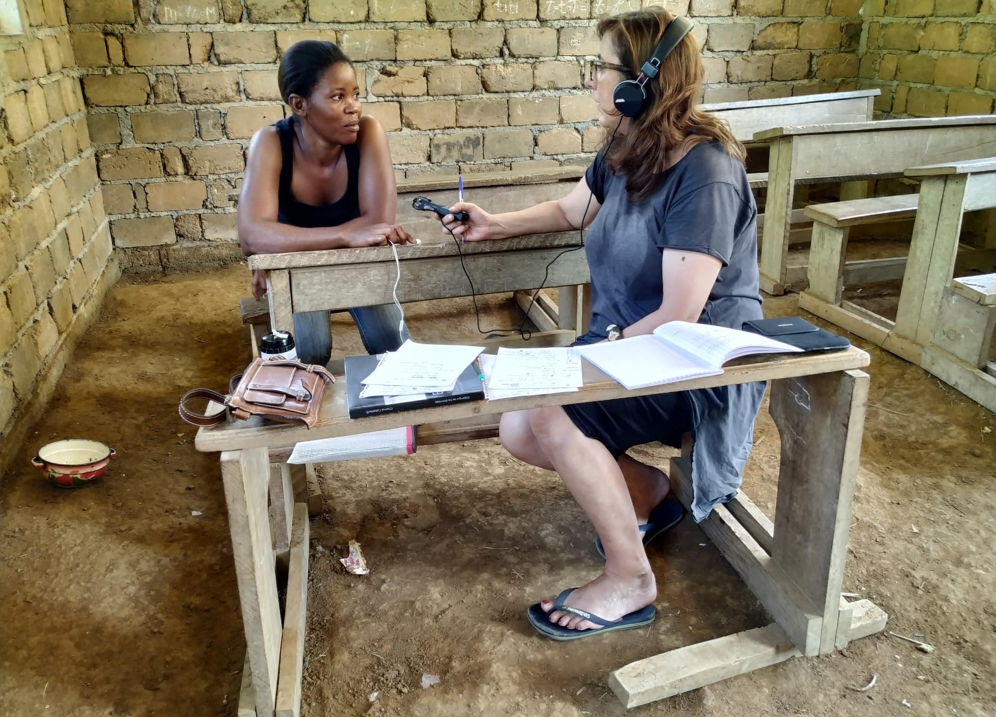 Ana con Aboulou Suzanne, la traductora del baka al francés.
