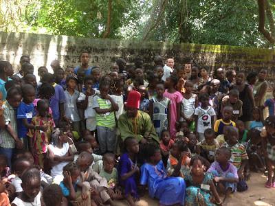niños_y_niñas_de_Oussouye.jpg