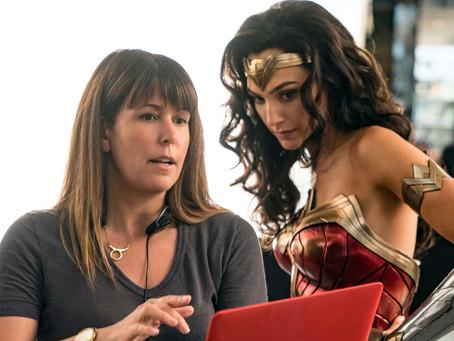 """Diretora de Wonder Woman 84 diz que os filmes lançados no streaming parecem """"falsos"""""""