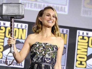 Thor: Love and Thunder - Fotos dos bastidores mostram como Natalie Portman ganha Mjölnir