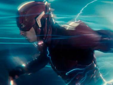 Zack Snyder descreveu os passos do Flash como mini Big Bangs