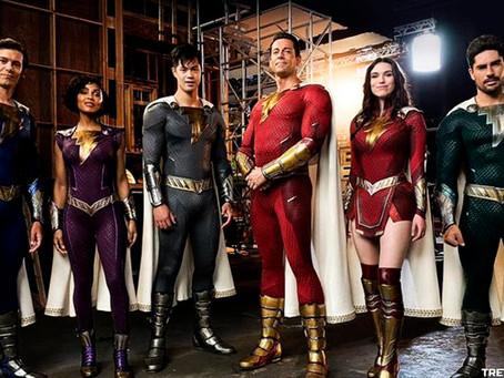 Shazam 2: Primeira imagem oficial dos novos fatos dos 6 heróis