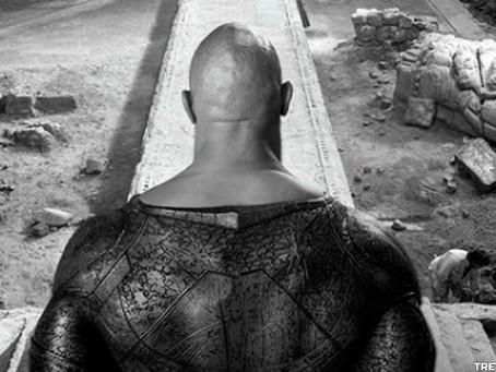 Black Adam: Dwayne Johnson revela nova foto do set com destaque no seu fato