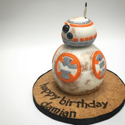 BB8 3D sculpted cake