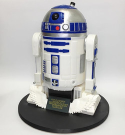 R2D2 3D sculpted cake