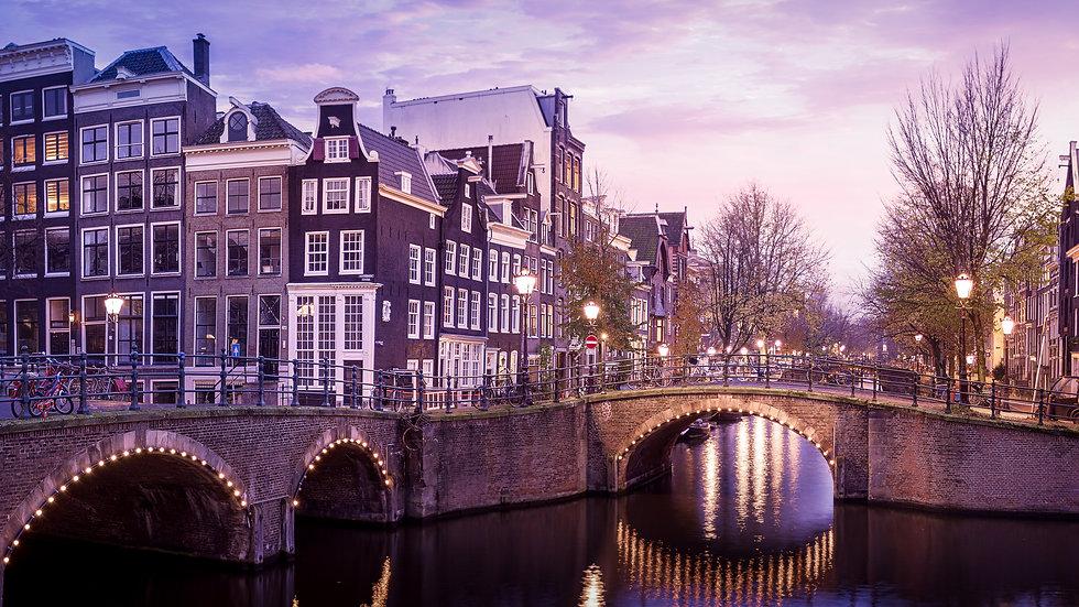 Reguliersgracht in an Autumn Evening, Amsterdam - photo by Kaan Sensoy