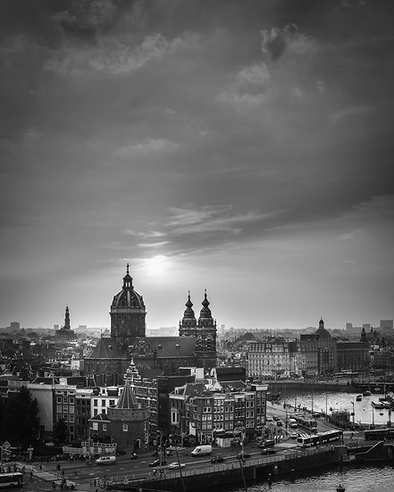 Amsterdam Centrum in Sunset-BW-photo by Kaan Sensoy