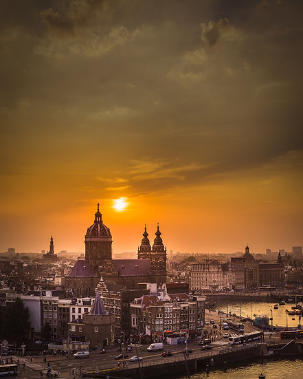 Amsterdam Centrum in Sunset - photo by Kaan Sensoy