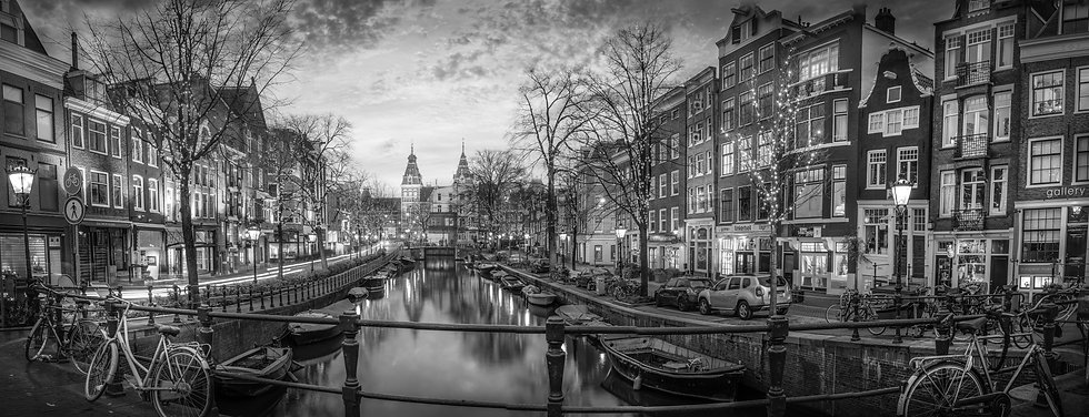 Christmas in Amsterdam- Black and White-photo by Kaan Sensoy