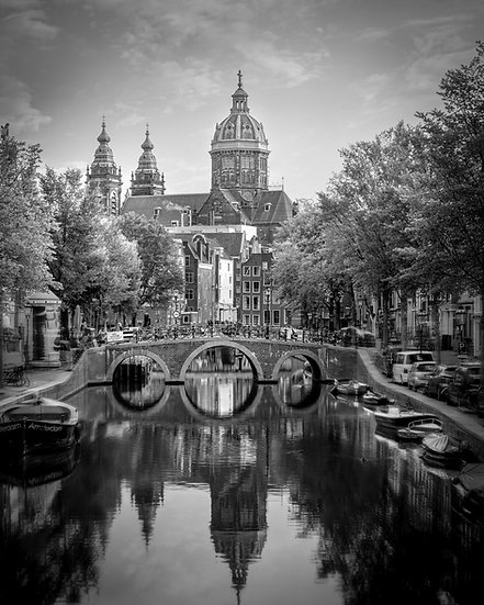 De Wallen, The Old Center of Amsterdam -  Black and White photo by Kaan Sensoy