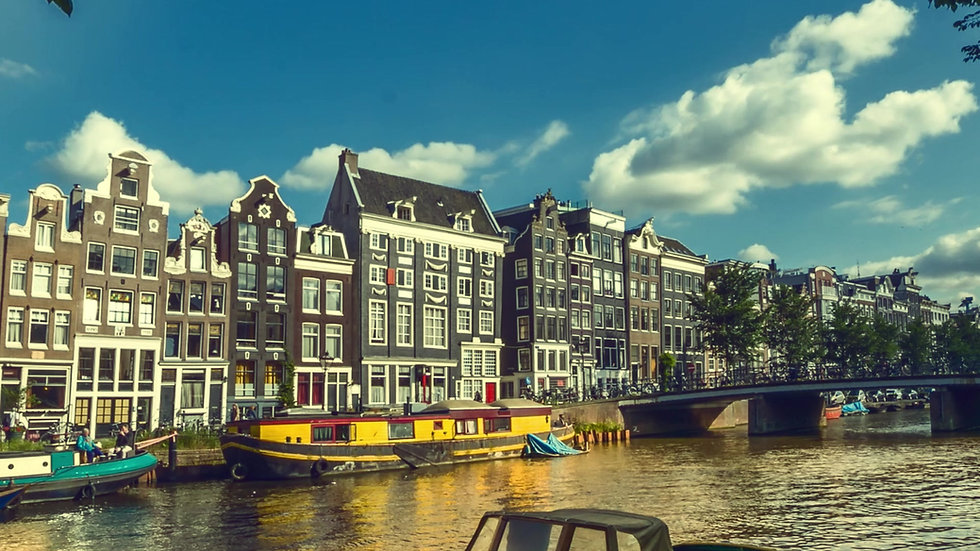 Singelgracht with Boats, a Sunny day in Amsterdam-Time-lapse video- by Kaan Sensoy