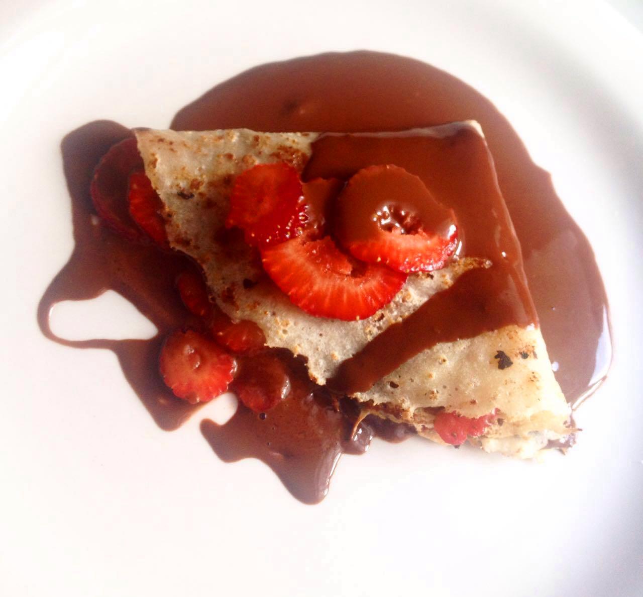 Crepe de chocolate com morango