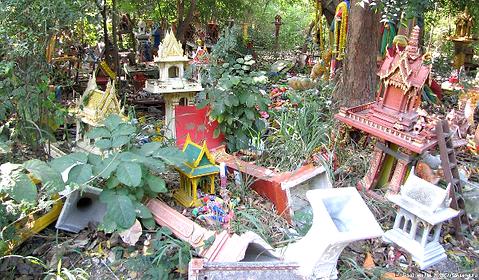 8 Spirit House Graveyard 2.png