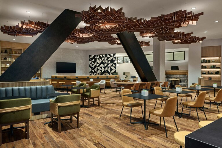 dends-club-lounge-1589-hor-clsc.jpg