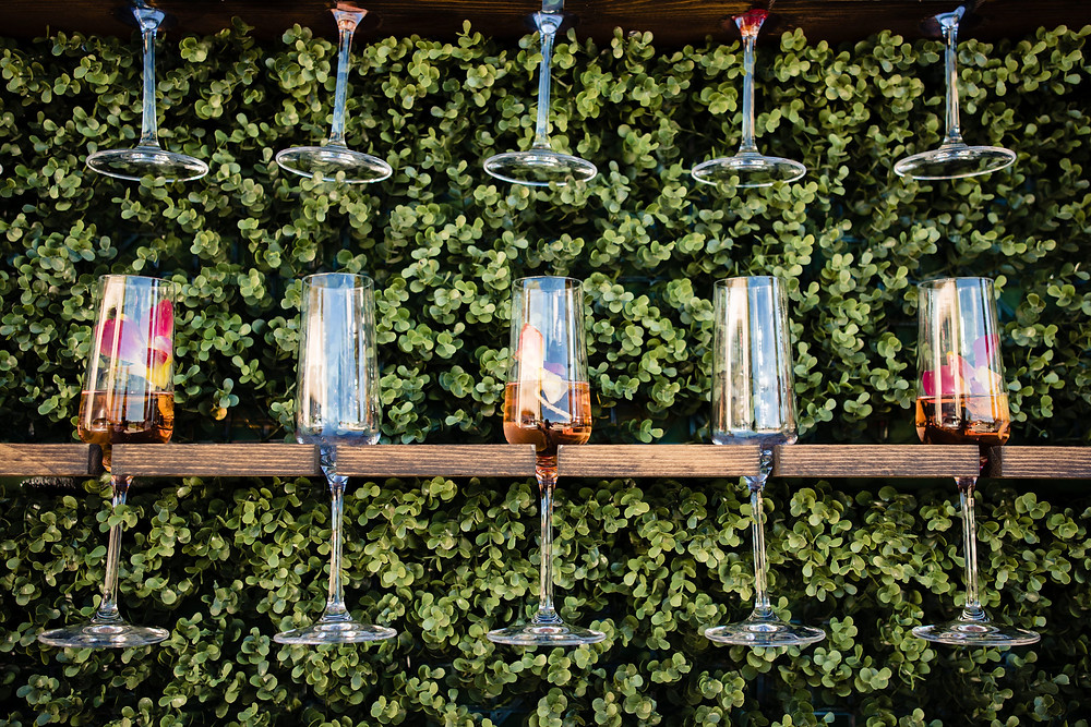 Champagne glasses with flowers in every other one
