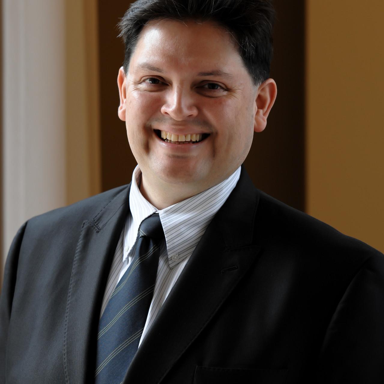 Luis W Moyano