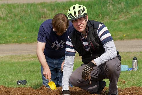 DSC09764browns_creek_planting.jpg