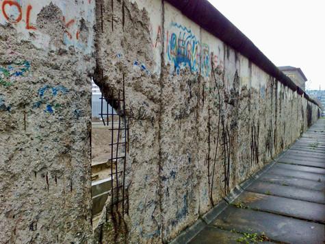 a wall in berlin. berlin