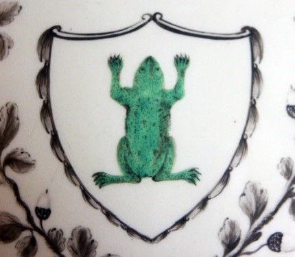 Предметы из сервиза с зеленой лягушкой Д