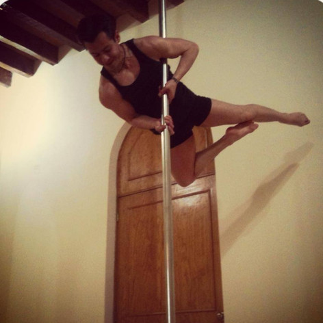 David Hernández. Pole Dance.