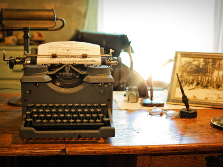 A Desk with a View: On Ideal and Realistic Writing Environments