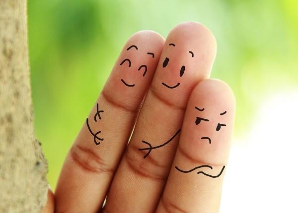 обесценивание, образ жизни, панацея от обесценивания, человечки, пальцы, подавление, рекомендации, самооценка,