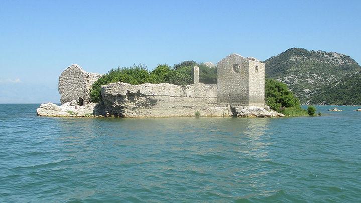 Fortress_Grmožur_in_Skadar_Lake.JPG