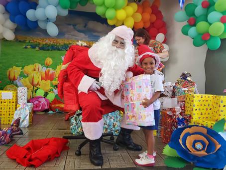 Papai Noel não trabalhou sozinho