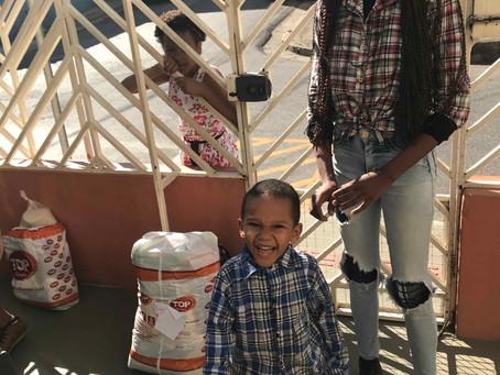 Famílias do projeto Irrigando Vidas são beneficiadas mensalmente com entrega de cestas básicas