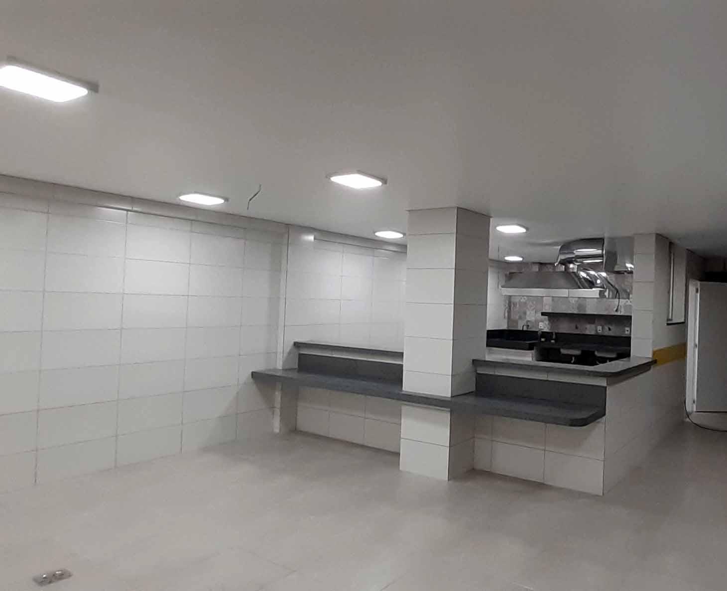 Cozinha ASCL iluminada