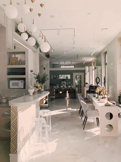 apartment-beauty-salon-ceiling-1029803