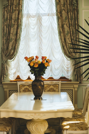 curtain-decor-dinning-table-1366879.jpg