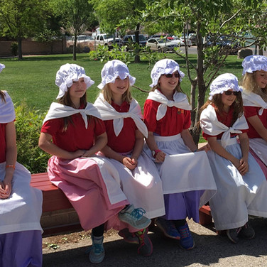 girl-students-in-colonial-dress.jpg