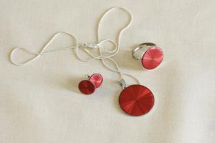 Schmuckset aus Halskette, Ring und Ohrringen
