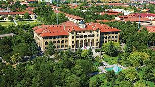"""Gazi Mustafa Kemal Atatürk'ün talimatı ile 1926 yılında temelleri atılan Gazi Üniversitesi, """"Orta Muallim Mektebi ve Terbiye Enstitüsü"""" adıyla açılmıştır. 2020 yılı itibariyle Gazi Üniversitesi bünyesinde 21 fakülte, 1 konservatuar, 4 yüksekokul, 9 meslek yüksekokulu, 41 araştırma merkezi ve 7 enstitü ile eğitim öğretime devam etmektedir."""