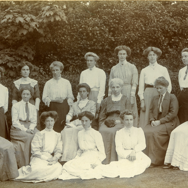 Includes Miss Potter so 1898-1922