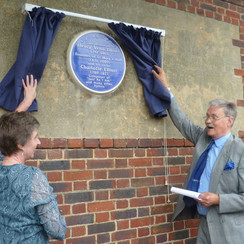 Penny Harrison & Tim Elliott unveiling the plaque.