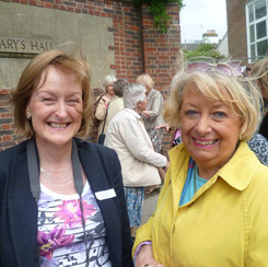 Susan James, Maria Tinner in yellow.
